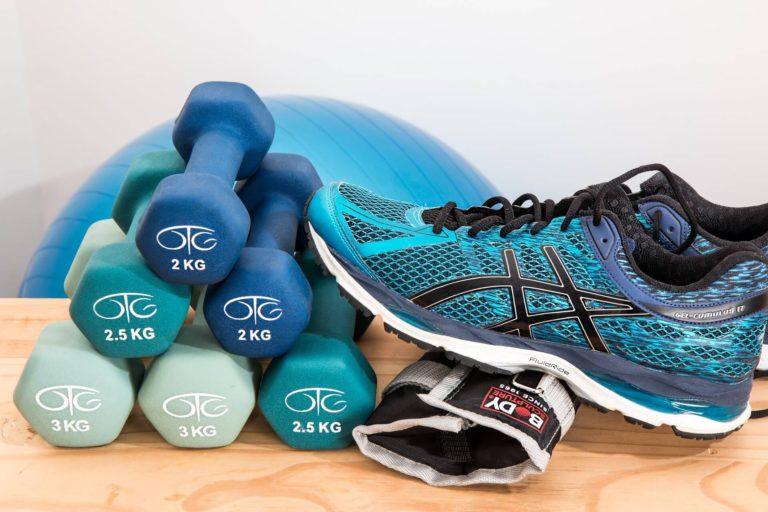 ¡Sin excusas! Rutina para hacer ejercicio en casa