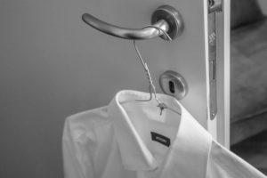 La camisa blanca es un básico